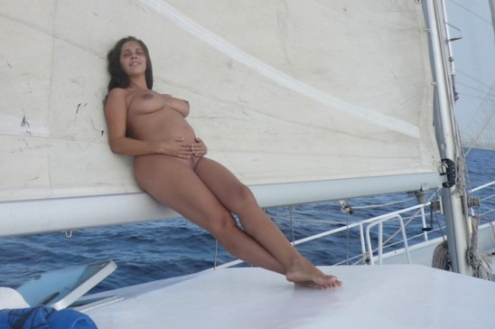 salma-en-el-barco-976x648
